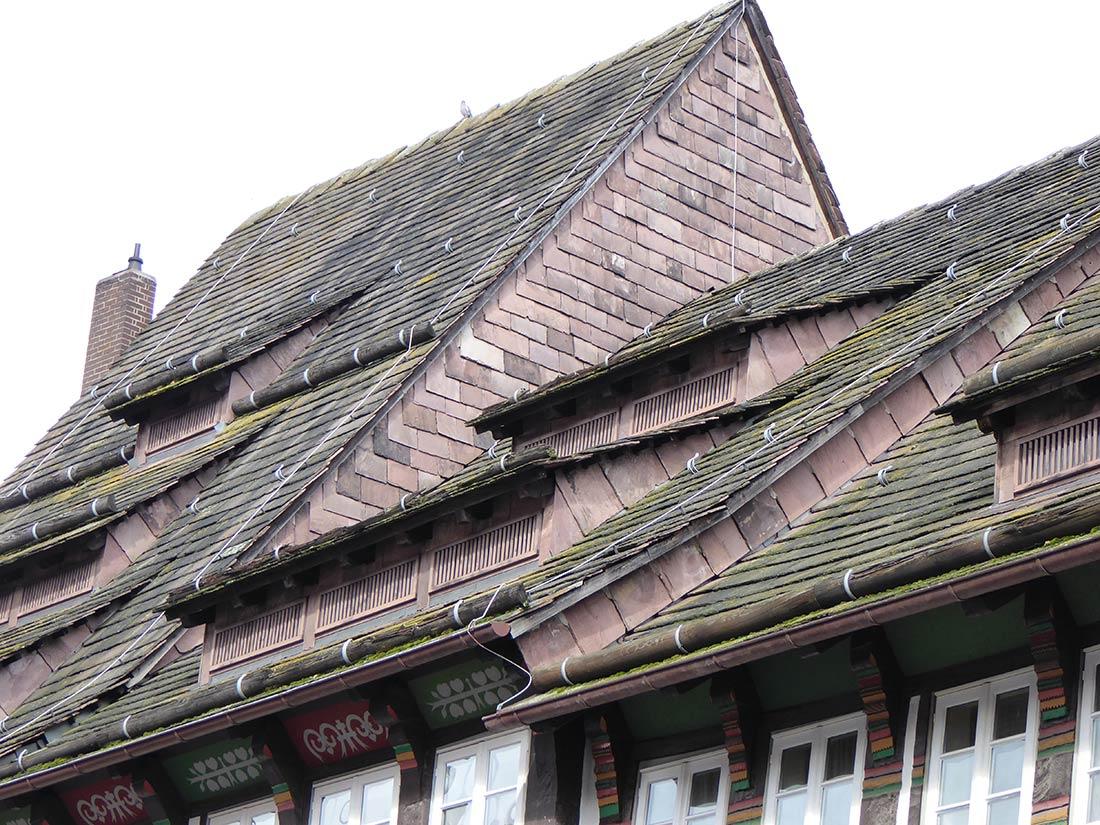 Beispiele für die Nutzung als Dachplatten (Einbeck)
